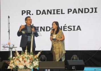 Pastor Daniel Pandji, da Indonésia