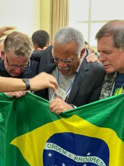 Intercessão pelo Brasil na Sala de Oração